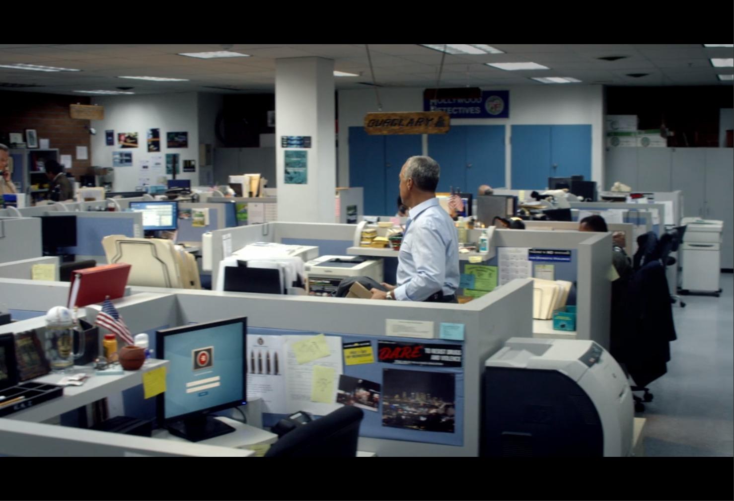 AmazonプライムビデオBOSCH警察署内のオフィスの画像